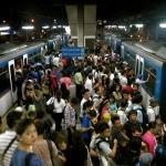 パリ地下鉄でフランス人女達が日本人からバッグ強奪