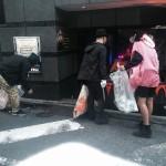 速報 日本代表ラッパーのゼブラさんが渋谷でゴミ拾いしてるぞカッコイイ