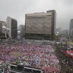 【韓国】 10万人以上による「パククネ批判デモ」がすごい 警察も高圧放水で対抗