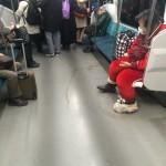 【悲報】壊死ニキ、電車内で結界を張る