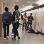 【動画】大阪梅田でスーツ男がパンチ → 被害者ぶっ倒れ壁に頭強打